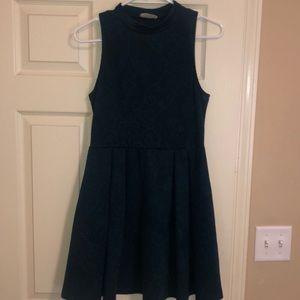 Necked sleeveless knitted dress